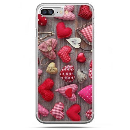 Etui na telefon iPhone 8 Plus - pluszowe serduszka